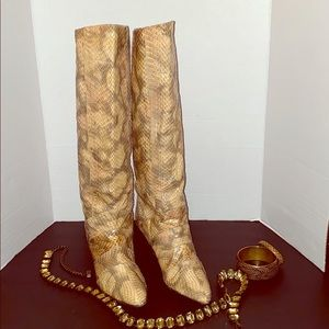 Flat Leather Beige Snake design pull on Boots